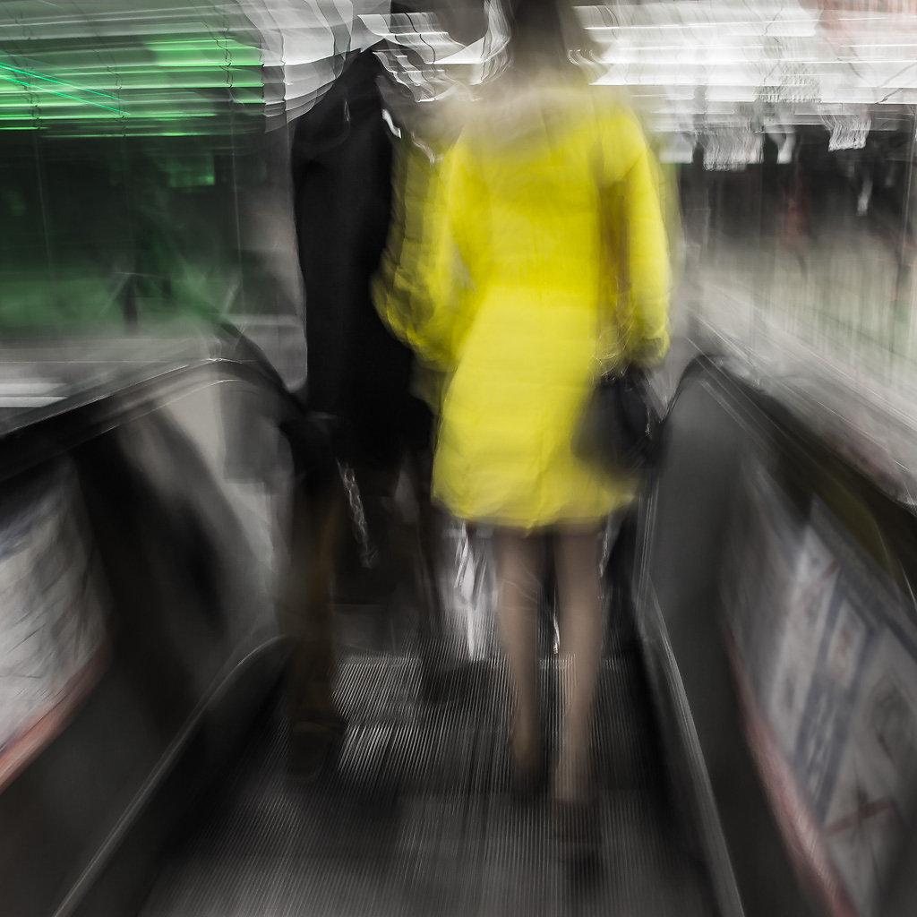Frau in Gelb, 2014